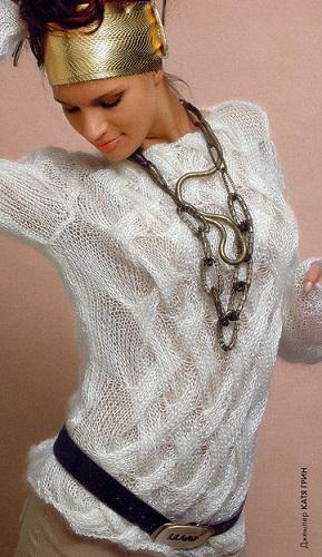 Белый пуловер спицами