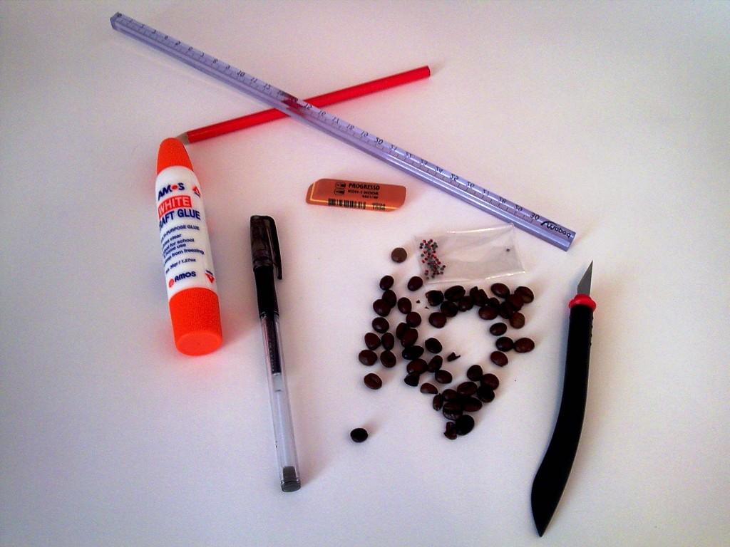 * Часы * Клей * Стразы * Нож для бумаги * Краска в балончике * Кофейные зерна * Прозрачный лак * Черная ручка или фломастер * Плотная бумага