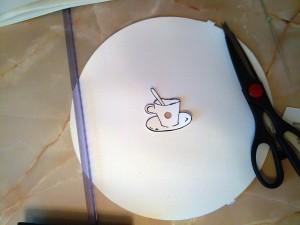 Я нарисовала чашку с кофе и приклеила на заранее вырезанный циферблат.